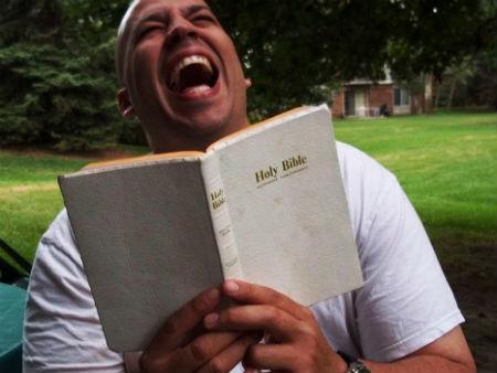10 ārprātīgas lietas, kas izlasāmas Bībelē