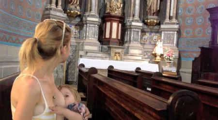 barošana ar krūti baznīcā