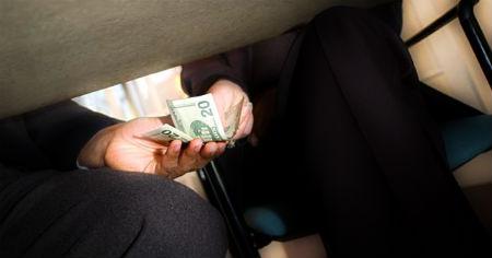 baznīcas pārstāvji izsaimniekojuši saziedoto naudu
