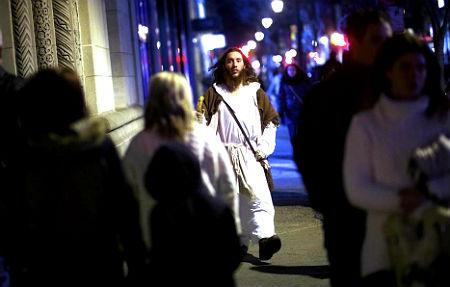 Jēzum līdzīgs cilvēks klīst pa Filadelfiju