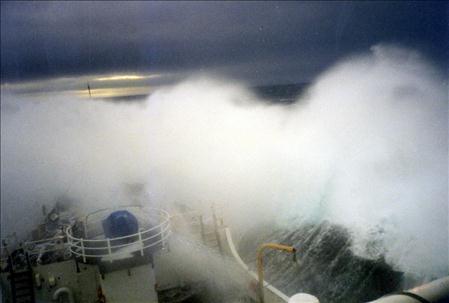Jēzus laivā vētrā jūrā