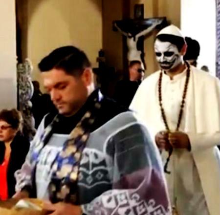 Komiķi iebrūk un ārdās katoļu dievnamā