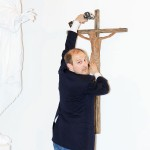 krucifiksa piestiprinasana-religisko-svetlorinu-gadarirgus.