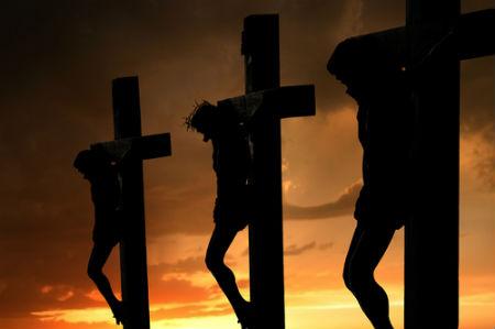 līdz ar Kristu krustā sists