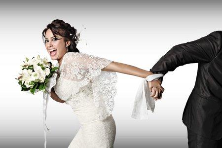 kāzas līgavainis ar līgavu