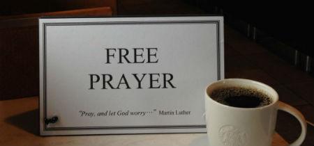 Mācītājs kafejnīcā piedāvā bezmaksas lūgšanas