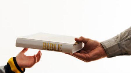 Pasaulē izplatīts ap 40 miljoniem Bībeļu