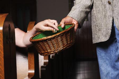 pavēle uzturēt baznīcas kalpus