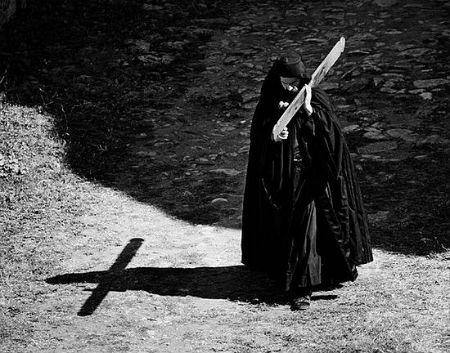 Svētais krusts apspiež grēku