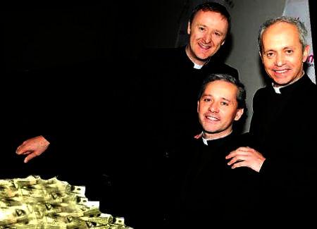 trīs mācītāji apspriež naudas lietas
