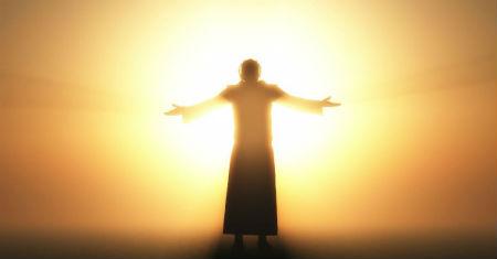 Vienlaicīgi Debesīs un klātesošs uz zemes