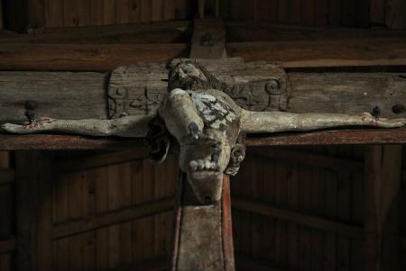 Atrodoties zem Jēzus krusta