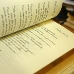 atšķirta ar roku pārrakstīta Bībele