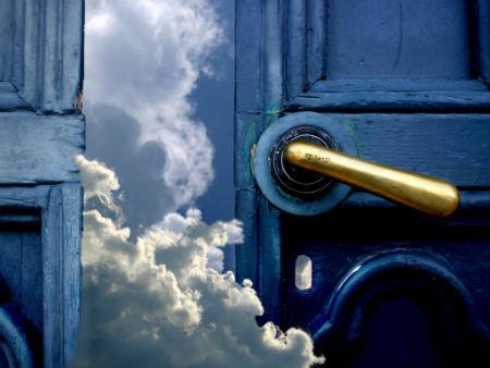 durvis debesis īstās mājas