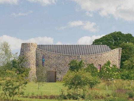 Eds Šīrans vēlas celt savu baznīcu