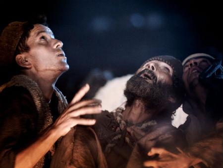 eņģeļi ganiem sludina par Kristus dzimšanu