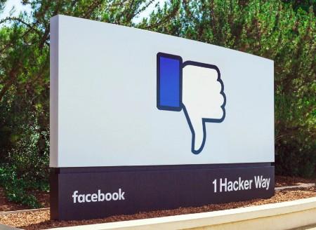 Facebook aizliedz publicēt Tēvreizi, atzīmējot to kā nepatiesu