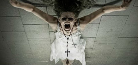 fotogrāfe kristīgās pārliecības dēļ sista krustā