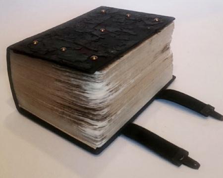 Izsolē pārdota retā Georga Manceļa sprediķu grāmata