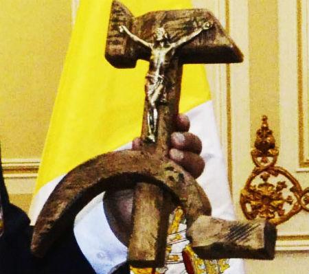Jēzus Kristus piesists pie sirpja un āmura