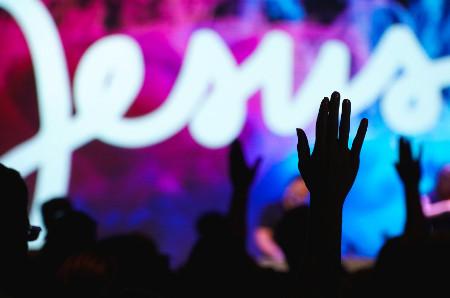Kā mums jāteic un jāslavē Dievs