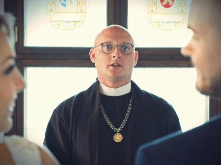 Kreisais Krasts klipā izmantots garīdznieks