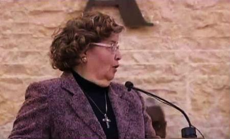 Kundze centās izdziedāt psalmu - rezultāts pārsteidza visus