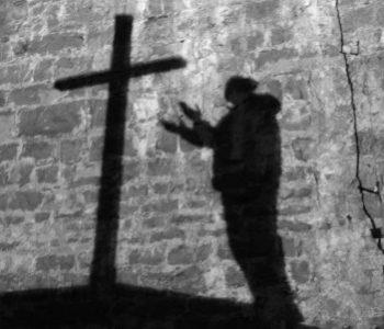 Lūgt ar pilnīgu pārliecību