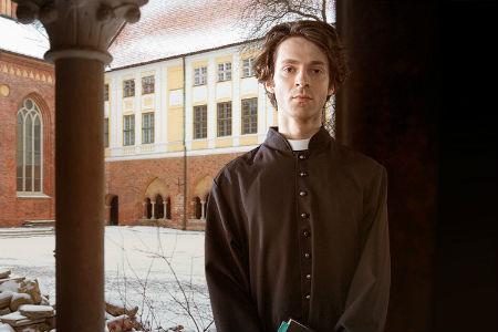 mistisks garīdznieks vilina uz paradīzi