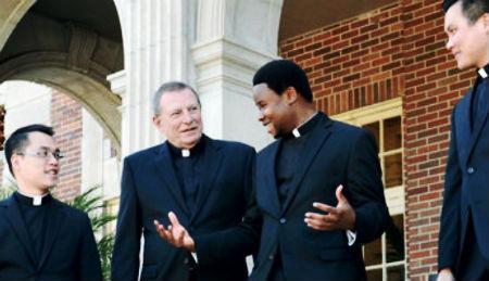 Pilnīga atklātība garīdznieku starpā