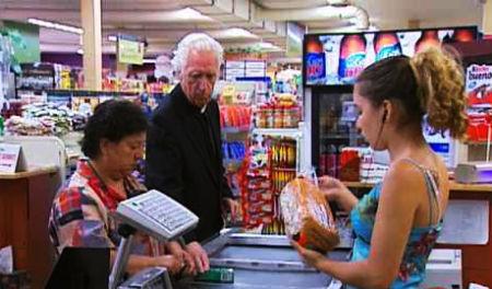 pircēji bija pārsteigti, ko priesteris mēģināja slepus nopirkt