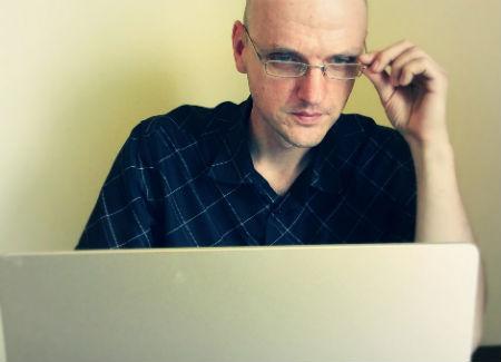 Roberto beidzot ticis pie jauna datora