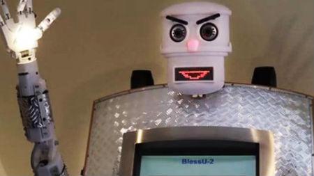 robots baznīcā pilda garīdznieka funkcijas