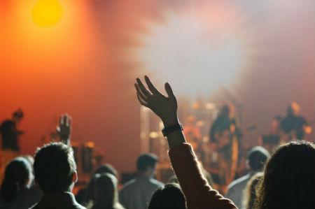 Slavēšanas dziesmas jauniešus ietekmē vairāk nekā Bībelei