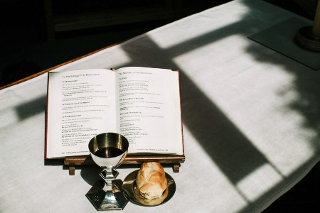 Svētais Vakarēdiens ir draudzes ticības karogs
