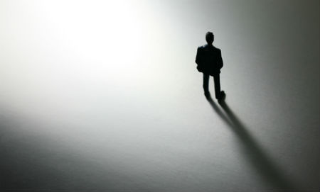 Ticīgi cilvēki retāk nekā ateisti jūtas vientuļi