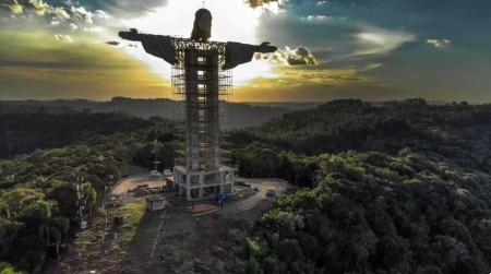 Tiek veidota milzīga Jēzus statuja