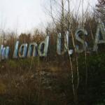 uzraksts-holy-land-usa
