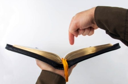 """""""Vienīgi Svētie Raksti"""""""