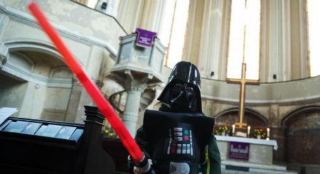 Zvaigžņu kari ienāk baznīcā